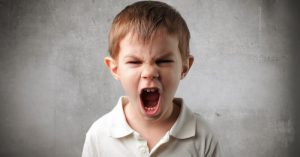 Ako zostať kľudným a donútiť svoje dieťa, aby na vás prestalo kričať