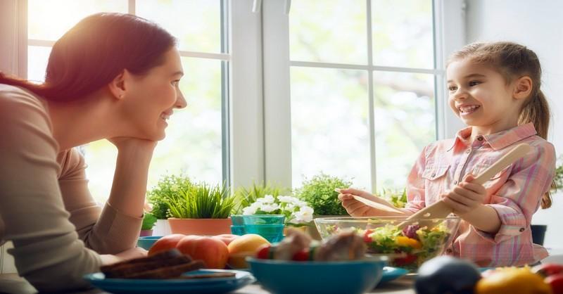 Ako naučiť vaše deti zodpovedným stravovacím návykom (tabuľka pre deti na tlač zdarma)