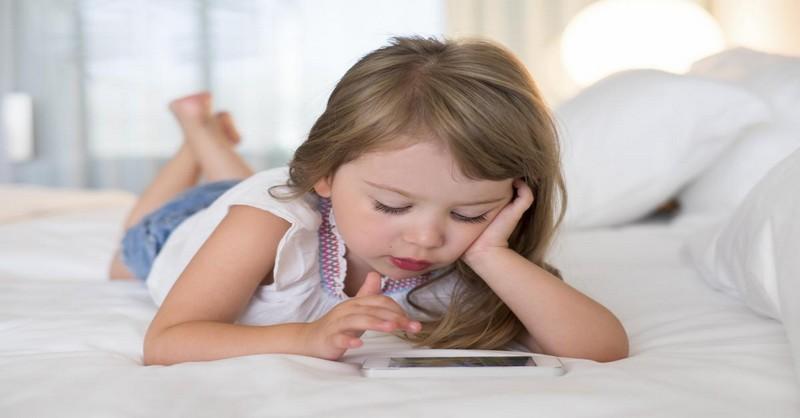 """Smartfón: Kedy je dieťa príliš mladé a čo robiť po tom, keď poviete """"Áno"""""""