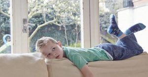 Desať vecí, ktoré je potrebné zvážiť prv, než necháte svoje dieťa doma samé