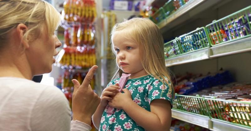 Prečo vaše deti počas nakupovania v supermarkete vždy niečo chcú