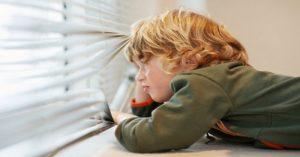 Kedy je dieťa pripravené na to, aby zostalo doma osamote?