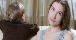 Jedno slovo, ktorému by ste sa mali vyhnúť, keď vychovávate svoje dieťa
