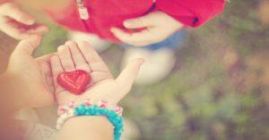 10 spôsobov, ako naučiť svoje malé deti láskavosti