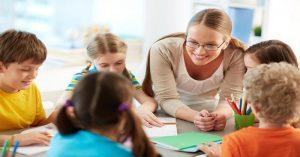 """Školská politika odrádza deti od toho, aby mali """"najlepšieho priateľa"""" v prospech inklúzie"""