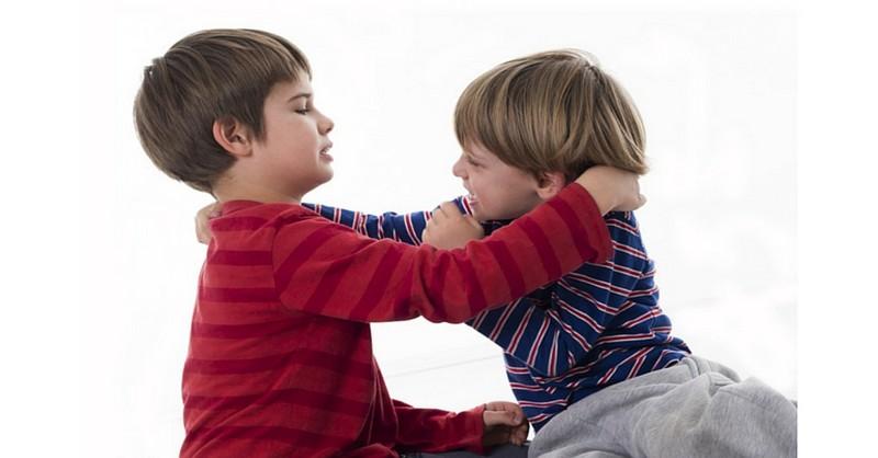 10 krokov ako naučiť dieťa, že biť druhých sa nemá