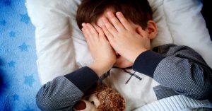 Nechcú ísť večer spať? Prestaňte robiť tieto 4 zásadné chyby!