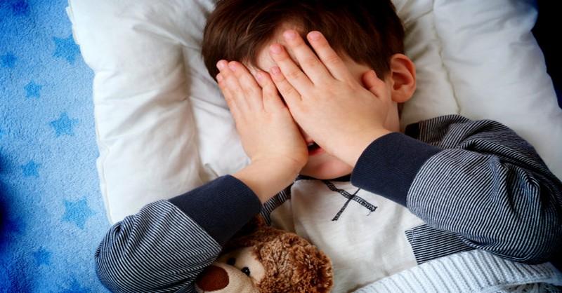 Nechcú ísť deti večer spať? Prestaňte robiť tieto 4 zásadné chyby!