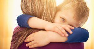 """Prečo treba objímať deti aj vtedy, keď sa správajú """"hrozne"""""""