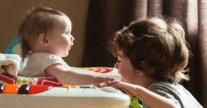 7 právd o tom, aké je to starať sa o 2 deti porodené v priebehu 2 rokov (a menej)