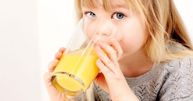 Prečo by deti vôbec nemali piť džús