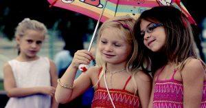 6 krokov ako postupovať, keď dieťa žiarli