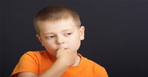 5 účinných spôsobov, ako dieťa odnaučiť od obhrýzania nechtov