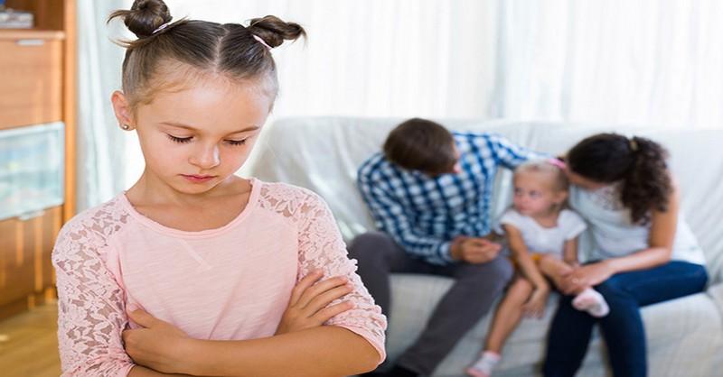 Syndróm prostredného (druhorodeného) dieťaťa a spôsoby, ako mu môžete pomôcť