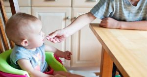 Koľko by toho malo zjesť vaše dieťa za deň (Veľkosti a počty porcií od bábätka až po predškoláka)