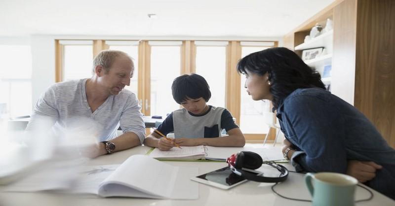 Toxické prejavy v partnerstve, ktoré ubližujú deťom