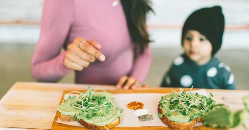15 zaručených spôsobov, ako do vašich detí dostať zdravé jedlo