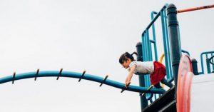 Prečo by ste mali zvážiť, či budete svoje deti aj naďalej neustále upozorňovať, aby boli opatrné