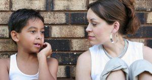 """Ako pomôcť hanblivému dieťaťu nájsť si v škole """"svoje miesto"""""""